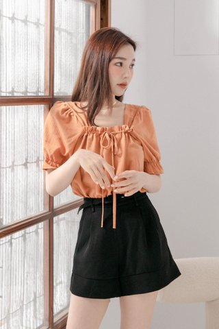 HANNAH KR RUFFLED HEM TOP IN PUMPKIN