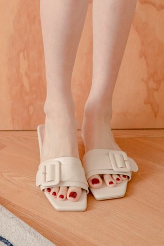 (BACKORDER 35/36/37/38/39/40/41)365 LATTE KR SQUARE BUCKLE SANDALS IN HONEY MILK